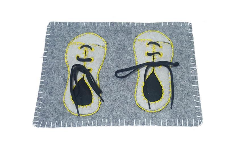 allacciare le scarpe