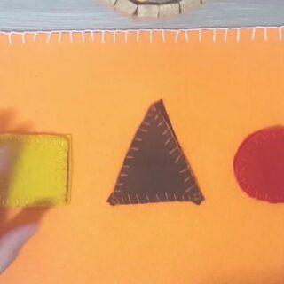 Tra i materiali sensoriali secondo Maria Montessori troviamo le forme geometriche. Si tratta di una tavola sensoriale con delle forme geometriche di diverso colore. Il bambino sviluppa l'intelligenza logico-matematica, associa la forma e il colore. • 📍 Guarda il video sul canale Youtube • #montessori #motricitàfine #attivitàdidattica #creatività #raffaellabilotta #pannolenci #lavoro #pannolencimania #scuola