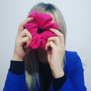 Ciak si cuce... Alimentate sempre i vostri interessi 🍀 • #cucitoamano #cucito #cucitosartoriale #cucitocreativo #cucitoitaliano #italia #calabria #cosenza #scrunchie #socialmediamanager #contentcreators #contentstrategy #socialwork #socialgoood #digitalmarketing #content #instagramstories #instagramcontent #marketing #marketingdigital #socialmediatips #digitalmedia #instagrowth #instamarketer #storytelling