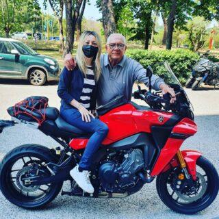 Novità? Finalmente è arrivata la nuova tracer9 GT 2021 nelle mani del dottor Lucente. • 🏍 Da quando Yamaha ha lanciato la nuova Tracer 9 con maggiore comfort eccezionale nei viaggi, ha rivoluzionato la categoria. • #trendymoto #yamaha #tracer9gt #tracer9gt2021 #tracer9 #yamahamotoritaly #yamahamotor #yamahamotoritalia #yamahamotori #motor #yamahamotoreu #myride #bikelife #mototour #supermoto #motogallery #calabria #rende #italia #italy #trendymotoyamaha #trendymoto #raffaellabilotta