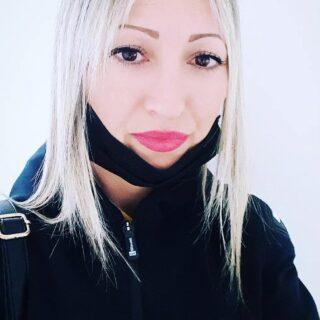 La mascherina è diventata parte integrante, senza non mi riconosco. • #mascherina #italy #raffaellabilotta #routineoff